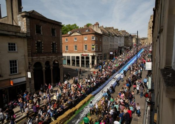 Sunderland chosen to host gigantic 300ft water slide @ukslide @Wearslide http://t.co/AbyOFIeyhR http://t.co/PpdIie4pha
