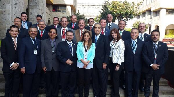 Con mis compañeros Secretarios de Turismo previo a la Ceremonia del #DíaMundialDelTurismo 2014 http://t.co/L54WAdG9FC