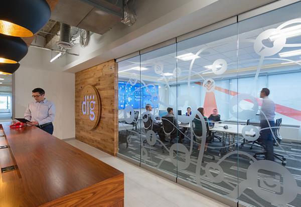 How @CapitalOne's #socialmedia command center help humanize banking (w/ @CarlaSaavedra) http://t.co/cF9WVZYA2Z http://t.co/RUK47wIlsS