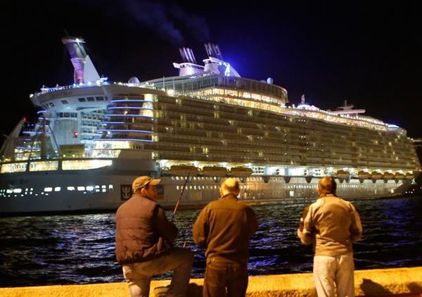 #UnOasisenVigo El mayor crucero del mundo ya está Vigo  http://t.co/LTCHWZNtJO http://t.co/pCjL7FReBJ