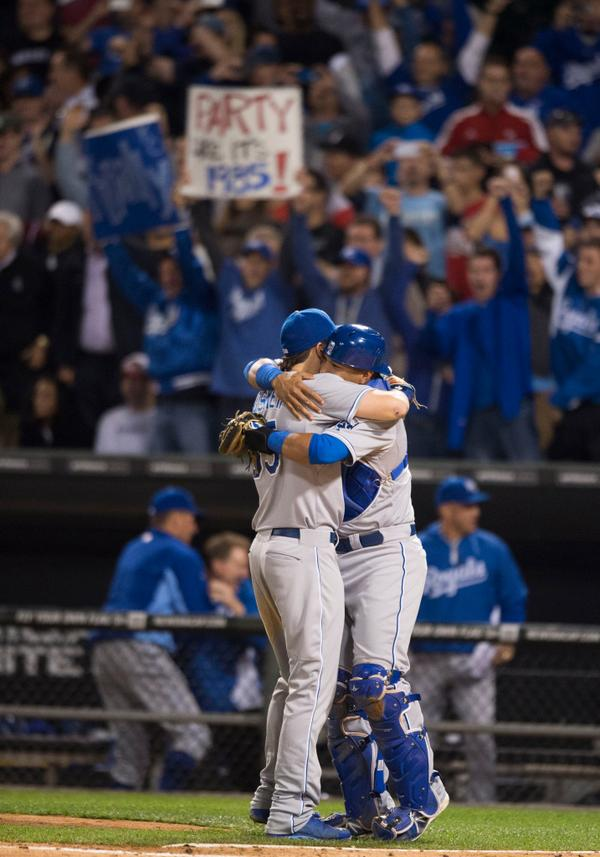 Eric Hosmer and Salvador Perez hugged at home plate as the Royals made the playoffs for the 1st time since 1985. http://t.co/yMcKHqCbIt