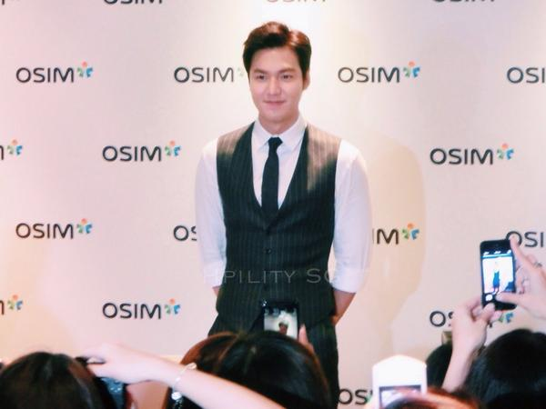 A close up look with @leeminho at OSIM Press Conference in #singapore #LeeMinHoinSG #LeeMinHo http://t.co/DPSKxwluem