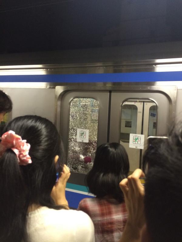 【現場画像集】 #埼京線 の車両が投石を受けてフロントガラス破損 十条駅で停車 9月27日 - NAVERまとめ http://t.co/Ld2AWHRT3f (09/27 20:30)  via 0705Yuji http://t.co/Tmdec2QSDv