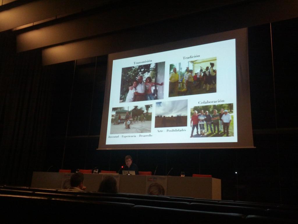 Francisco Porto de @latamuda hablando sobre arte en red: LabRural en @LeonMakerFaire @musacmuseo #mmfleon http://t.co/irVFOJouDe
