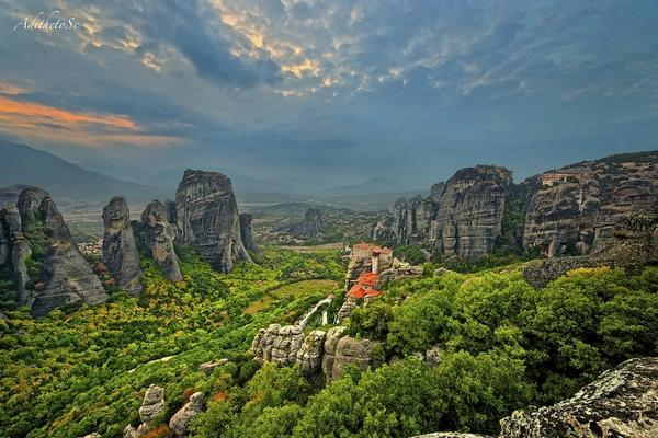 Meteora monastery, Greece http://t.co/rjtApXMa8v