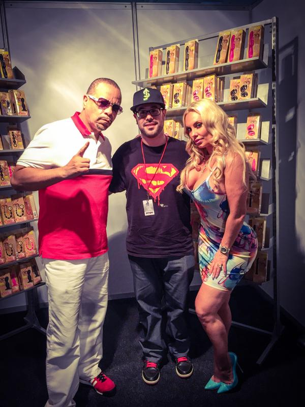 Had a great interview at @SEXPOSA w/ @cocosworld & @FINALLEVEL. Check it out on @VICE soon! http://t.co/MOqqGUKWi3