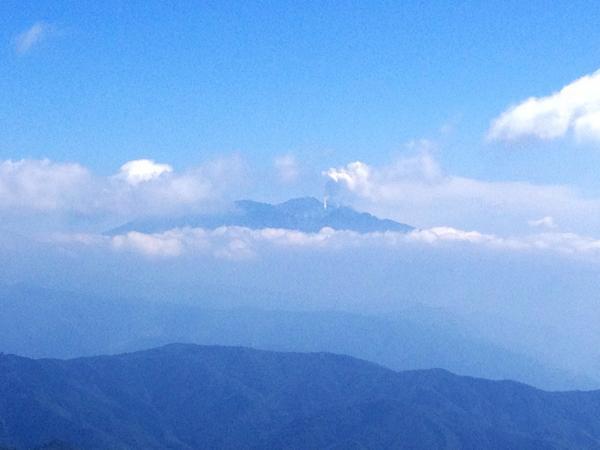 川上岳から御嶽山なう。 http://t.co/BrisrJXxHe