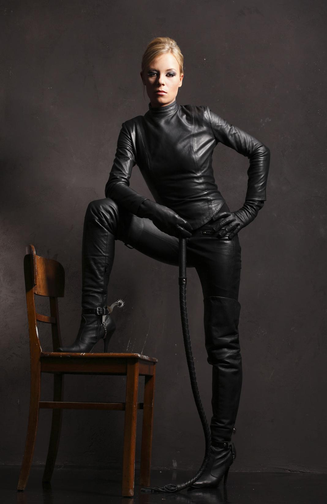 Women Wearing Tight Leather Boots 95