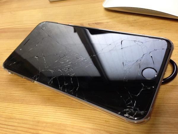 破損した iPhone 6 Plus の様子です http://t.co/f159GKWCcv