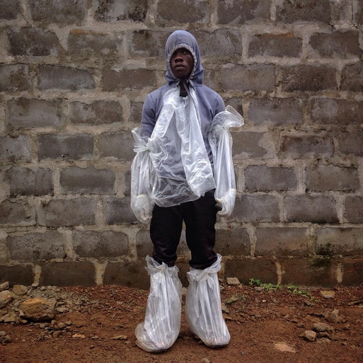 If I got to nominate a Pulitzer photo: @bcsolomon // MT @nytimeshealth: Trying to cope with Ebola with few resources http://t.co/0a3OB21syT