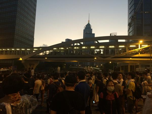 Hong Kong, 6am. Dawn & thousands of protesters still on the streets. http://t.co/M3NY9aakUu http://t.co/RF4Pe61ziR