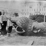 "RT @ukr_shuster: Снос памятника Александру III.Москва.1918 год . Коммунисты еще рты открывают ? http://t.co/XRNE1m7cqt"""