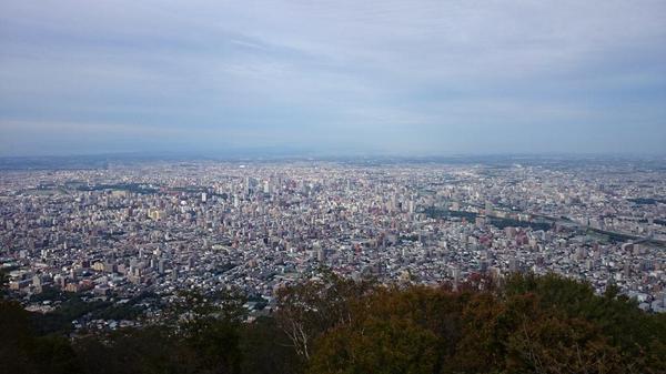 藻岩山頂から札幌市内を一望 http://t.co/NFNm7ldGVG