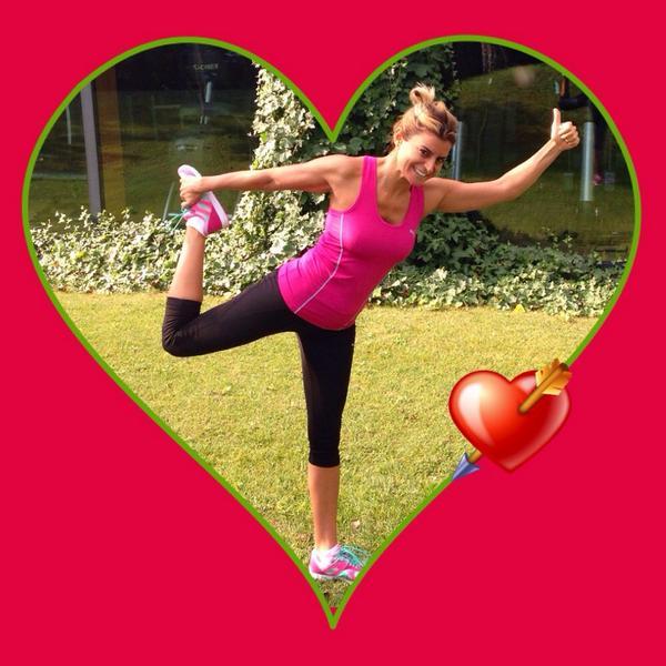 Bugün Dünya Kalp Günü! Hareket için hep birlikte 10bin adım atıyoruz #kalbiniçinadımat #kalbinisev @becelkalbinisev http://t.co/4Sck34ZKRN