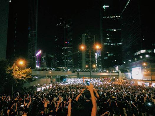 香港的美丽之夜,令人激动。 http://t.co/ezCWIxzcsS