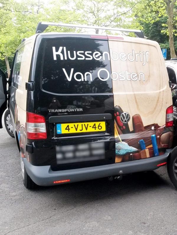 Wie heeft deze opvallende bestelbus na zaterdag nog gezien? Gestolen in Zwolle. http://t.co/x3UwQjTRUa  RT aub!! http://t.co/p4htjtojgf