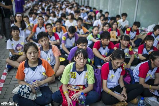 """【博客:台湾谢绝""""一国两制""""】- 台独分子和台湾政府很少达成共识,但现在他们异口同声:不要""""一国两制""""。即便是致力推进两岸关系发展的领导人马英九也在上周五表示,台湾无法接受香港模式。http://t.co/QMcb1OwBiL http://t.co/AvNQ6cUrQX"""