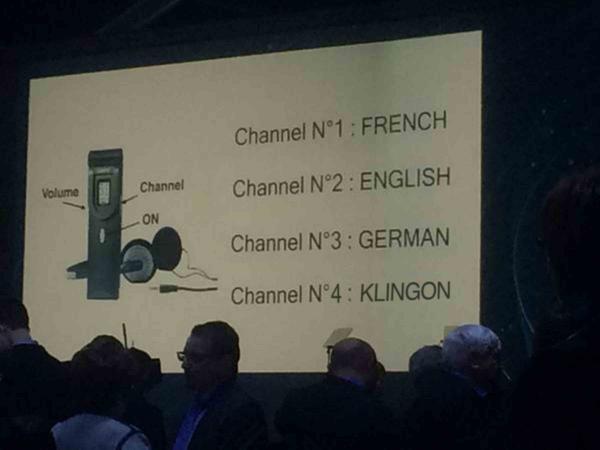 さすがCERNの会議は違う。。。 #KLINGON http://t.co/7Xx9QTesCl