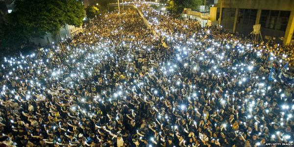 Hong Kong's #UmbrellaRevolution protests continue - latest updates http://t.co/JvnrSnN8oa http://t.co/te8TvWup8r