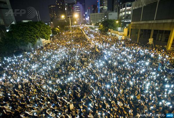 自由が奪われかかると、香港でもこれだけの市民が抗議行動をする。日本人以外はまともだ。 http://t.co/eOZiQSqu6e