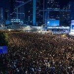 """RT @euromaidan: В Гонконге активисты: """"Мы выдержим любое насилие полиции"""". Красавчики. http://t.co/9ra4jwKNNq"""