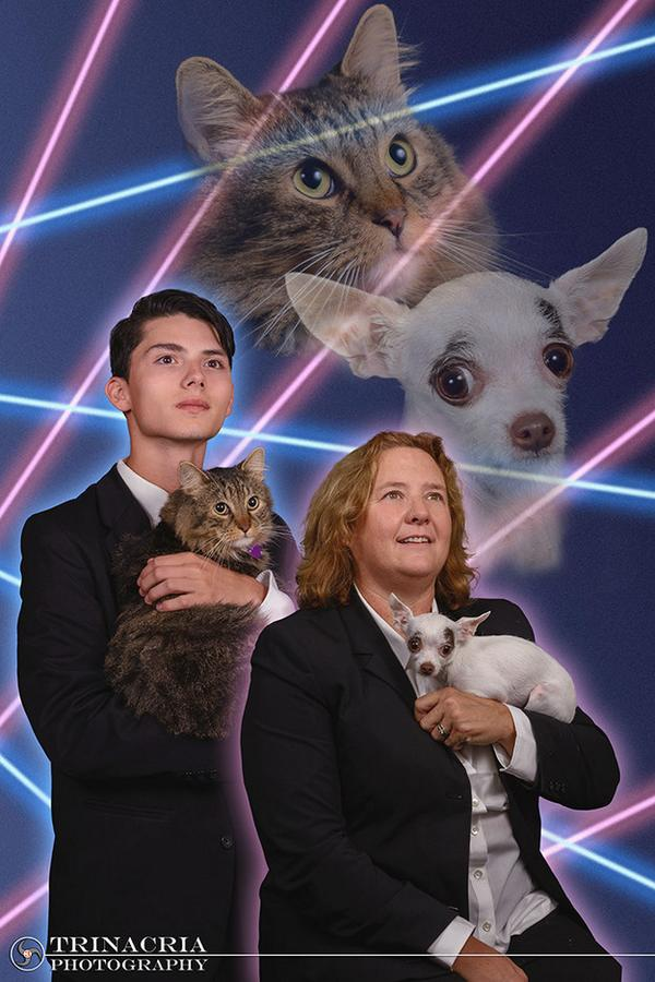 Teen who wanted his cat in his yearbook is joined by principal for the most amazing photo ever http://t.co/TgZsQ0Hg7N http://t.co/8hjxoOBBef