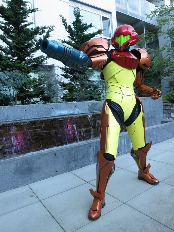 My sister's 3D printed Samus costume turned out insane. I'm so proud of her! 2 years of work! http://t.co/VmdqZE6vmS http://t.co/AB6c1lawep