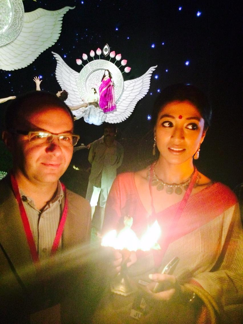 One more pic with my co-judge..@t2telegraph http://t.co/yg7wQ9WeIu