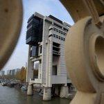 ALERTE - La dette de la #France crève officiellement le plafond des 2000 milliards deuros >> http://t.co/vE5YFlKy0v http://t.co/RILNxMdwSr