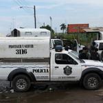Fuerte operativo en la Cárcel Pública de Colón, unidades de @protegeryservir se toman todo el perímetro de la cárcel. http://t.co/v2qb3dzW3O