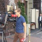 #CSKAFCB Nach Feuer/Bombenalarm: Drehverbot (!) für TV Team vor Teamhotel (!) @sport1 @fcbayern http://t.co/ei8mltJEPt