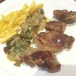 Hora de comer!! Que tal este plato? Solomillo con salsa de foie. #Pamplona en el @CascoPamplona. @hostnavarra http://t.co/R2ahtLk7Ta