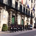 RT @FuerzasDelOrden: Concentración en el Ayuntamiento de Alicante. #UPR http://t.co/aFpaLNVEp3