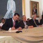 RT @elsalvadorcom: Gobierno de #ElSalvador y Corporación Reto del Milenio firmaron Fomilenio II. Ampliamos: http://t.co/8dtdD3ZCPH http://t.co/7nflxpyvUL