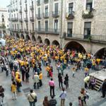 Imatge en directe de la plaça del Vi, a la concentració de #Girona en defensa del #9N2014 #araeslhora http://t.co/E2fQFPj1jN