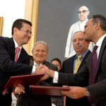 RT @presidencia_sv: Gobierno de El Salvador y MCC firman FOMILENIO II http://t.co/xHmb3zVawu http://t.co/cAGxTzIpSB