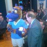 RT @NoToquenNada: ¿Perro, caballo o vaca? #Darwin analiza a la mascota del Sudamericano Sub 20 http://t.co/qDuYRFbXbx