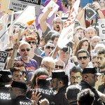 "RT @Yometiroalmonte: La alcaldesa de Alicante, custodiada por la policia entre gritos de ""dimisión"" http://t.co/bdMe3xRsfL http://t.co/4OOd8B3r2V"