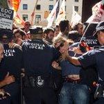 @laverdad_ali Gritos y empujones pidiendo la dimisión de Castedo http://t.co/cGaMZ24Ufc