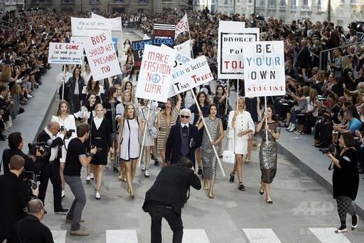 「戦争ではなくファッションを創ろう!」モデルらがデモ行進、「シャネル」15年春夏 http://t.co/rxjJwC2C5P : Photo http://t.co/8AUm9brsZi