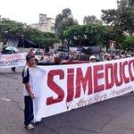 Inicia marcha de maestros hacia @AsambleaSV piden respeto derecho aumento salarial aprobado art.33.@ElMundoSV http://t.co/x7vTc0O2Br