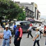#TráficoSV en Av.Monseñor Romero y 6a.c.ote.por paso de marcha maestros hacia @AsambleaSV @ElMundoSV http://t.co/2oVoqkKn1R