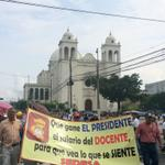 Bases Magisteriales y SIMEDUCO marchan hacia @AsambleaSV piden Ley de la carrera docente y aumento salaria http://t.co/Nfc28ALLtu