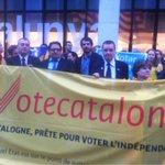 RT @fx_serra: Concentració davant la delegació Generalitat UE. També hi són eurodiputats @fgambus_eu i @ernesturtasun #ConsultaTV3 http://t.co/5BmjAIXgE6