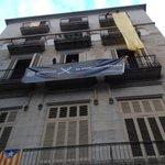 Comença el país de groc a Girona i amb el poble, els mossos per la independència @ANC_Mossos http://t.co/rhQN0a4L7y