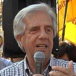 """Vázquez le respondió a Larrañaga: traer presos de Guantánamo """"sí es por la positiva"""". http://t.co/Vpa01f6xQ6 http://t.co/wg5DmAyE2Y"""