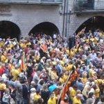 RT @KRLS: Marea groga a Girona. Els carrers somplen de gent que demana votar. Això no ho aturaran. #Araeslhora http://t.co/2MbXxm0hxb