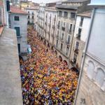 RT @CUPGirona: Milers de persones desborden la plaça del Vi de #Girona per reclamar la consulta del #9N tant sí com no #9NDesobeïm http://t.co/sLDVVFGb3W