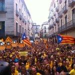 RT @MartaRodriguezF: Més de 4.000 persones reclamen la Independència davant lAjuntament de Girona. http://t.co/OVIWN8gxaa