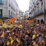 Galeria dimatges de la concentració a #Girona a favor de la consulta del #9N2014 http://t.co/PR6MIq6COF #Araeslhora http://t.co/m0ochDi6og